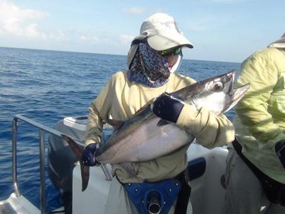 Первый в жизни собакозубый тунец у Мишки