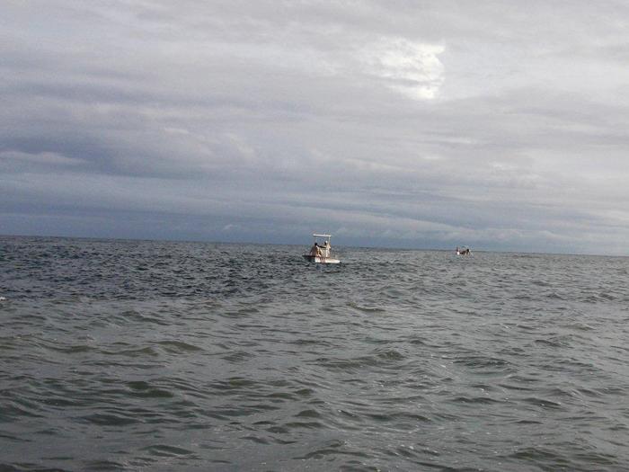 С лодки